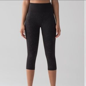 Lululemon Free To Flow Black White Crop
